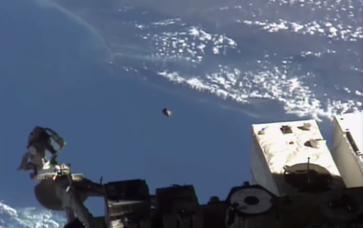 """Bild: Screenshot Youtube Video: """"UFO At Space Station 22 Mins! Shoots out into space, UFO Sighting News."""""""