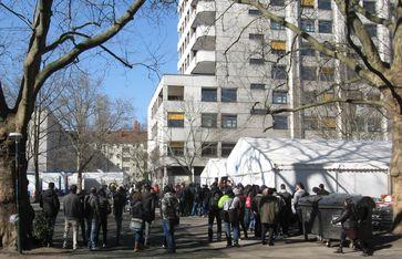 LAGESO: Wartende Flüchtlinge im März 2016
