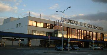 Empfangsgebäude des Berliner Flughafens Schönefeld. Bild: C. Ford / wikipedia.org