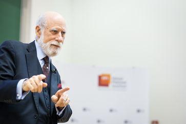 """Vinton G. Cerf bei seinem Talk am Hasso-Plattner-Institut. Foto: HPI/K. Herschelmann. Bild: """"obs/HPI Hasso-Plattner-Institut/www.kayherschelmann.de"""""""