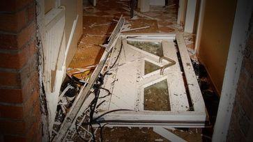 Von der SEK gesprengt Haustüre (Symbolbild)