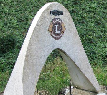 Lions Club Symbol für internationale Freundschaft und Zusammenarbeit am ehemaligen Autobahngrenzübergang Aachen-Lichtenbusch