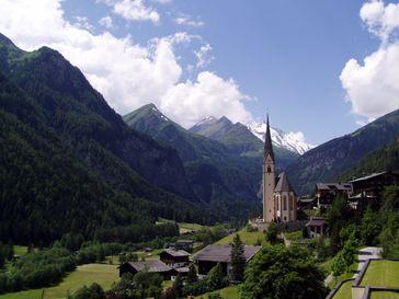 Blick auf den Großglockner, den höchsten Berg Österreichs, von Heiligenblut aus