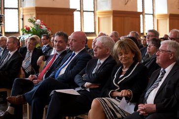 Josef Schuster neben Charlotte Knobloch; ganz links Nürnbergs Oberbürgermeister Ulrich Maly beim Festakt zum 50. Jubiläum der deutsch-israelischen diplomatischen Beziehungen am 17. Mai 2015 im Historischen Rathaussaal in Nürnberg, Archivbild