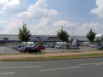 Ehemaliges Walmart Supercenter in Pattensen, August 2006