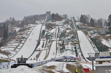 Die Trambulina Valea Cărbunării ist eine Skisprungschanzenanlage und befindet sich am südlichen Stadtrand von Râșnov (Rosenau) im Kreis Brașov in Rumänien.