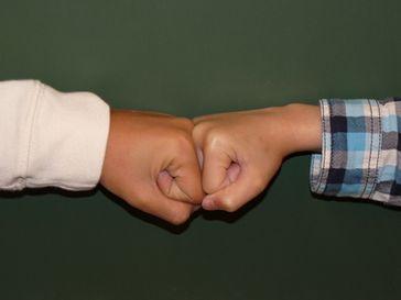 Streit, Konflikt, attackieren und Widerstand (Symbolbild)