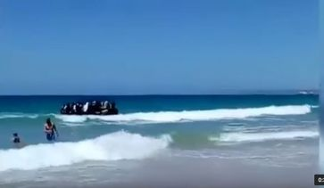 "Bild: Screenshot Youtube Video ""Illegal Migrants Spill Onto Spanish Beach, August 2017"""
