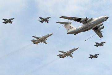 Russische Luftstreitkräfte: Ilyushin Il-78M with Su-24M and Yak-130 (Symbolbild)