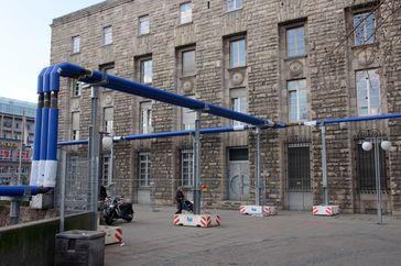 Rohre für das Grundwassermanagement an der südöstlichen Ecke des Stuttgarter Hauptbahnhofs