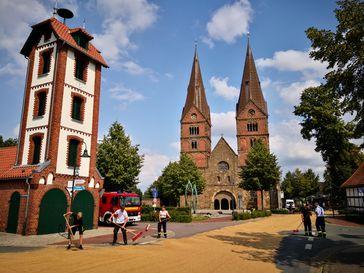 Straßenreinigung am Fuße der Bückener Kirche.Bild: Polizei Hoya