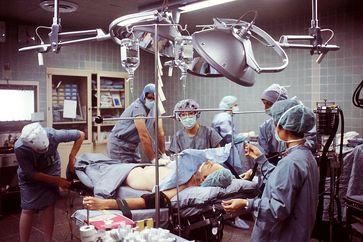 Operationsvorbereitung in der Chriurgie (Symbolbild)