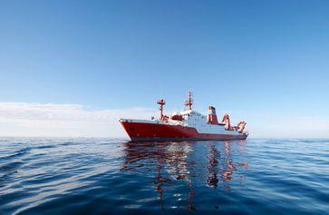 Das Forschungsschiff SONNE. Es ist das einzige deutsche Forschungsschiff, das kontinuierlich im Pazifik und im Indischen Ozean präsent ist. Dementsprechend begehrt ist bei Wissenschaftlern Schiffs-Zeit für Projekte. Quelle: Foto: B. Grundmann, GEOMAR (idw)