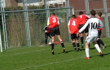 fußballverein-sportverein-bolzplatz-Bild: schemmi / pixelio.de