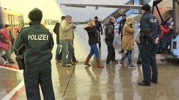 Abschiebung am Flughafen (Symbolbild)