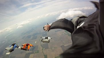 Wingsuit-Team in Aktion