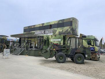 Neue KarriereTrucks für die Bundeswehr