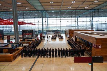 Blick in den Abflugbereich des Flughafens BER Bild: Polizei