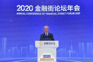 """Der chinesische Vizepremier Liu He, ebenfalls ein Mitglied des Politbüros des Zentralkomitees der Kommunistischen Partei Chinas, nahm sich an der Eröffnungsfeier der Jahreskonferenz des Financial Street Forums 2020 in Peking, die Hauptstadt Chinas, am 21. Oktober 2020 teil. / Bild: """"obs/Xinhua Silk Road Information Service/Xinhua/Peng Ziyang"""""""