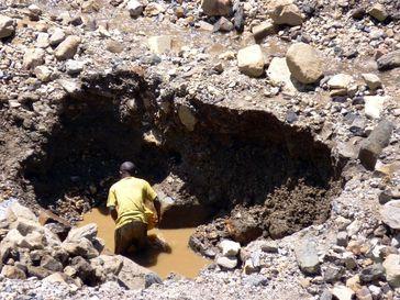 Arbeiter in einer Coltan- und Wolframit-Mine in der Region Walungu im Ostkongo.Quelle: Foto: Simone Schlindwein (idw)