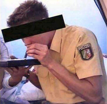 """Polizisten sind direkt an der Quelle: Drogenkonsum und Handel in """"sicheren"""" Händen (Symbolbild)"""