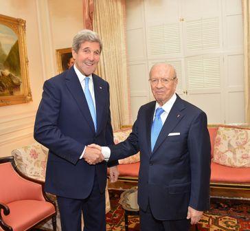 Béji Caïd Essebsi mit dem amerikanischen Außenminister John Kerry (Mai 2015)