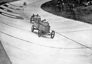 Opel meldet sich in der Saison 1920 zum Motorsport zurück und veranstaltet Rennen auf der hauseigenen Opel-Bahn  Bild: Opel Automobile GmbH Fotograf: Opel Automobile GmbH