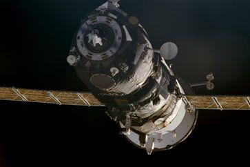 Progress M1-4 kurz vor dem Andocken an die ISS