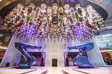 Roboter bedienen in der Bionic Bar der Quantum of the Seas.