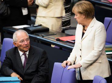 Wolfgang Schäuble und Merkel im Deutschen Bundestag (2014), Archivbild