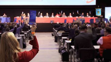 Delegierte beschließen das Europawahlprogramm 2019 der AfD. Grundlegende Reform der EU hin zu einem Wirtschafts-Staatenbund gefordert.