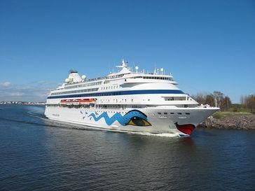 AIDAcara mit der für AIDA-Schiffe typischen Lackierung