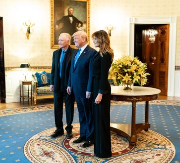 V.l.r.: Jon Voight, President Donald J. Trump und First Lady Melania Trump (2019)