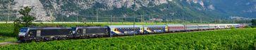 Ein Urlaubs-Express-Autoreisezug im Etschtal auf dem Weg nach Verona  Bild: Train4you Vertriebs GmbH Fotograf: Matthias Kümmel