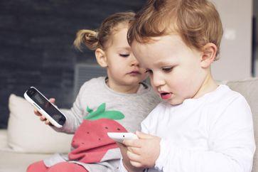 """Eltern sollten ihre Kinder in sozialen Netzwerken anonymisieren Bild: """"obs/Wort & Bild Verlag - Baby und Familie/plainpictureGmbH"""""""