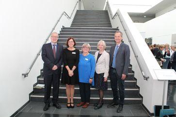 Im Bild v.l.n.r.: Dr. Frank Stollmann (Gesundheitsministerium), Prof. Dr. Nicola Bauer, Prof. Dr. Rainhild Schäfers, Prof. Dr. Anne Friedrichs und Arndt Winterer (LZG.NRW). Quelle: Foto: hsg Bochum (idw)
