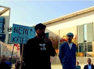 Xavier Naidoo vor dem Kanzleramt Bild: Heiko Schrang