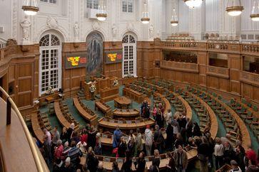 Plenarsaal mit elektronischer Abstimmungstafel