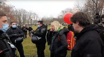 """Bild: Screenshot Video: """"LIVE - Spontan-Demo in Dresden 12.12. Teil 1"""" (https://youtu.be/7tvFdjuq2ms) / Eigenes Werk"""