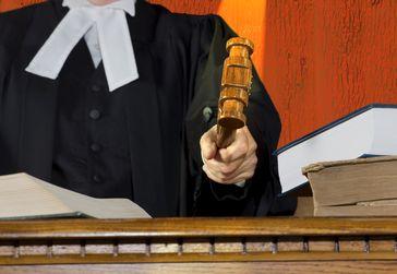 Richter, Gericht, Justiz, Urteil, Anklage, Verfahren, Gerichtsverhandlung (Symbolbild)