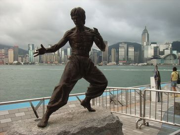Skulptur Bruce Lees in der Avenue of Stars, Hongkong