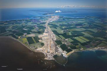 """Die Simulation jenes Teils der Großbaustelle, der allein schon der Ostseeinsel Fehmarn droht / BELTRETTER. Bild: """"obs/Beltretter e.V./Martin Elsen"""""""