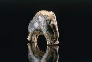 Das Mammut vom Vogelherd (gefunden 2006): Nach neuen Erkenntnissen dezimierten Jäger vor 30.000 Jahren die Population der Pflanzenfresser. Quelle: Foto: J. Lipták, copyright Universität Tübingen (idw)