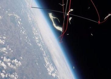Der Moment, als der Ballon in fast 35000 Metern Höhe platzte. Quelle: Foto: SRH (idw)
