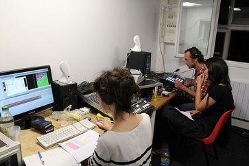 TV5 Monde: Cutter bei der Arbeit. Bild: Morvan, on Flickr CC BY-SA 2.0