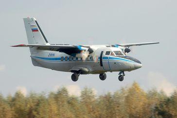 Let L-410 ist ein leichtes zweimotoriges Kurzstrecken-Transportflugzeug aus tschechischer Produktion (Symbolbild)