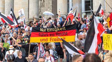Berlin: Bürger protestieren im August 2020 vor dem Reichstagsgebäude Bild: AN / Eigenes Werk