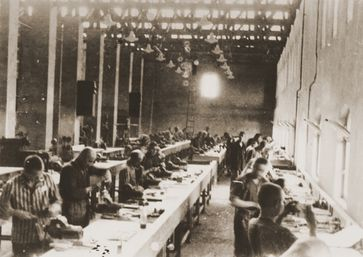 Siemens Zwangsarbeiter im KZ Auschwitz (Bobrek), Archivbild