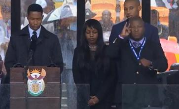 "Screenshot aus dem Youtube Video ""Fake sign language interpreter at Nelson Mandela memorial provokes anger"""