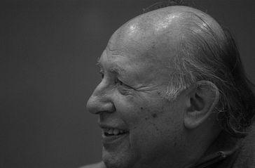 Imre Kertesz Bild: Csaba Segesvári camera-man at Délmagyarország lapcom Kft. - Photo by Csaba Segesvári camera-man, CC BY-SA 3.0, https://commons.wikimedia.org/w/index.php?curid=4482055